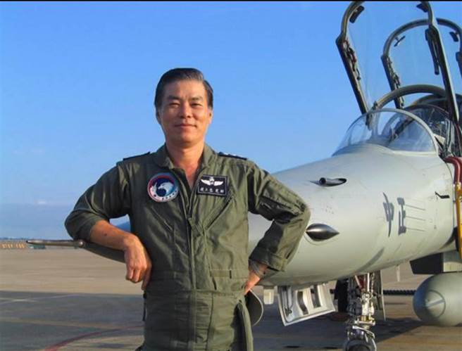退役飛官田定忠指出,國防部完全沒有為過去的「生死袍澤」講話。(圖/本報資料照片,田定忠提供)