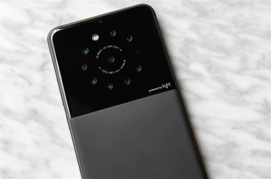 據傳此為矽谷新創Light正在研發的9攝手機原型機。(圖/翻攝華盛頓郵報)