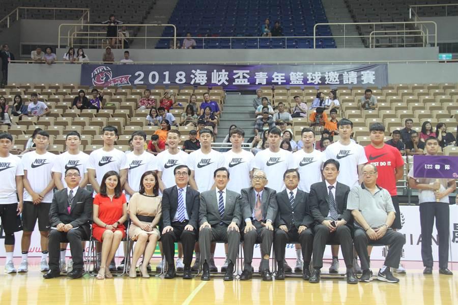 2018海峽盃青年籃球錦標賽開幕儀式今晚在新北市新莊體育館登場。(譚宇哲攝)