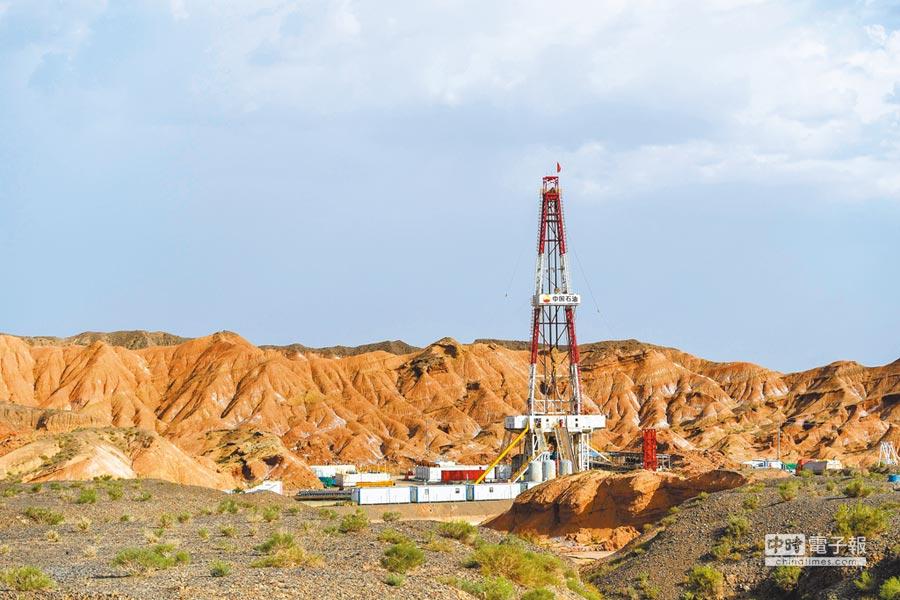 塔里木油田加快天然氣勘探開發。圖為位於新疆阿克蘇地區拜城縣境內的克深605油井。(新華社資料照片)