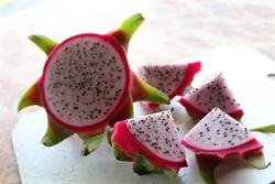 網傳50歲以上不能吃火龍果?營養師闢謠:小黑籽功效神