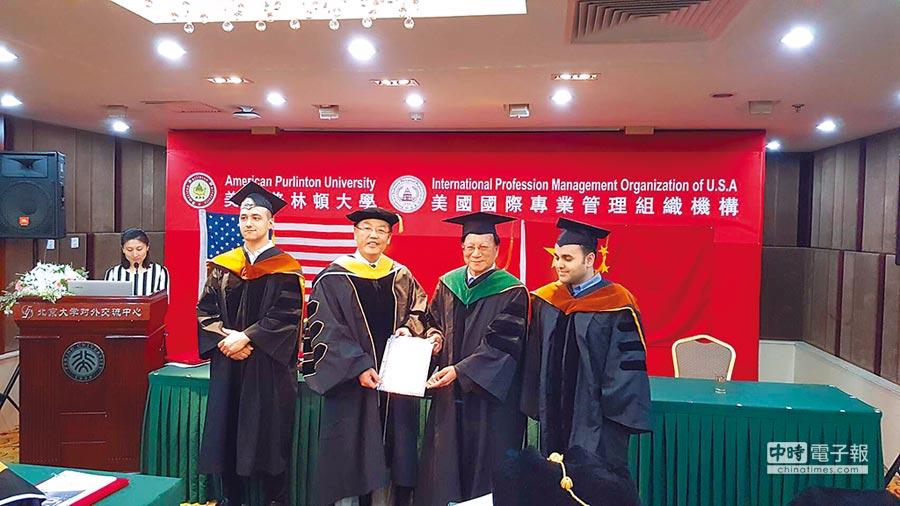 馬光中醫醫療網執行長黃福祥(左二)、美國普林頓大學校長曾順銘博士(右二)。圖/馬光中醫提供 文/周榮發
