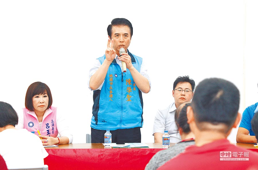 陳學聖2日在龍潭出席年金改革暨復審訴願作業說明會(賴佑維攝)