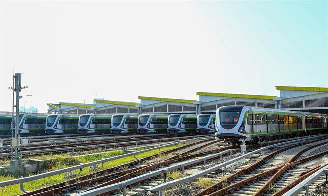 台中捷運綠線年底即將試運轉,「學學一中」坐擁捷運宅及明星學區優勢。(盧金足攝)
