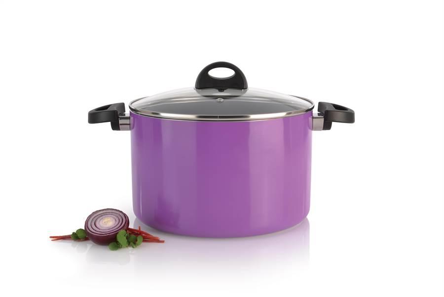 比利時ECLIPSE雙耳湯鍋24CM 6.6L紫色。(旺代提供)