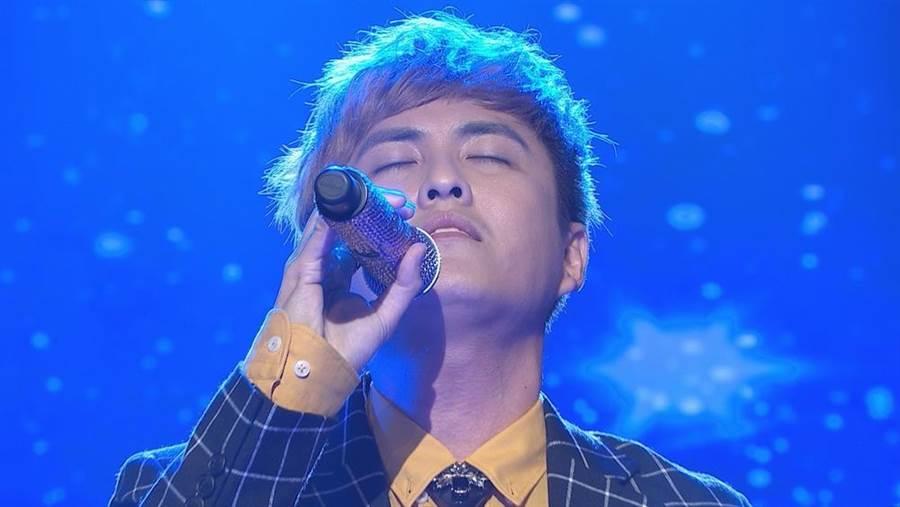 黃靖倫參加歌唱比賽。(圖片提供:民視)