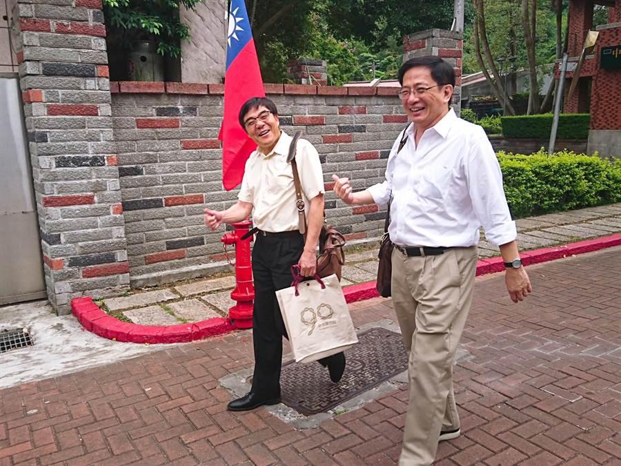 台大校長當選人管中閔現身中研院院士會議。(李侑珊攝)