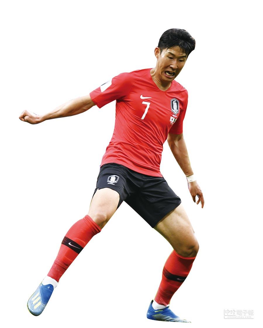6月23日,南韓隊球員孫興慜在比賽中搶球。(新華社)
