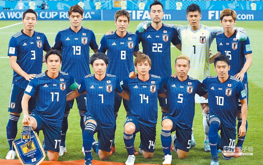 7月3日,日本隊對陣比利時隊,日本隊先發球員在比賽前合影。(新華社)