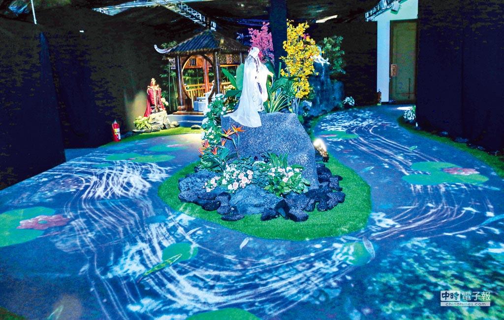 展場內有許多不同的互動設計,供遊客親身體驗。圖為琉璃仙境。(盧禕祺攝)