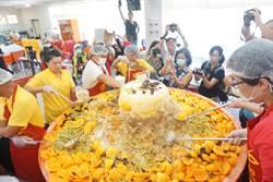 1554公斤巨無霸芒果冰破紀錄  千人捧碗公搶食