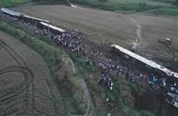 土耳其火車出軌 近90死傷!