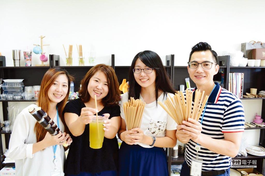 朝陽科大應化系校友黃千鐘(右一)以農業再生資材研發甘蔗纖維吸管,受到歐洲市場青睞。圖/朝陽科大提供