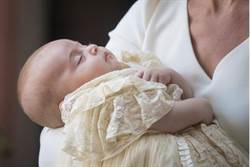 影》路易受洗!凱特王妃宛如白雪公主現身