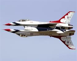 空中舞者:美國空軍雷鳥小組咆哮65年