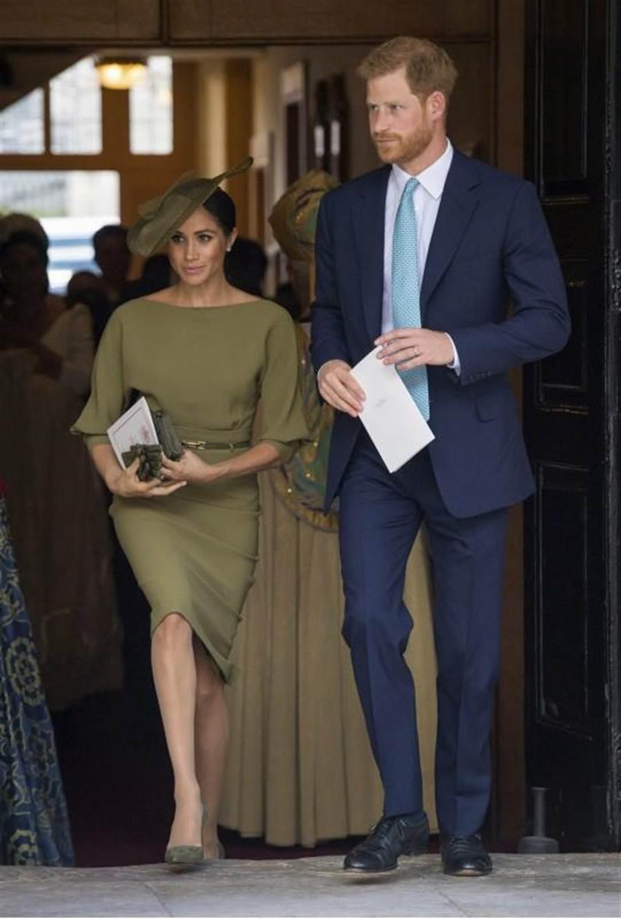 哈利王子和新婚嬌妻梅根一同出席路易小王子的受洗儀式。(圖/美聯社)