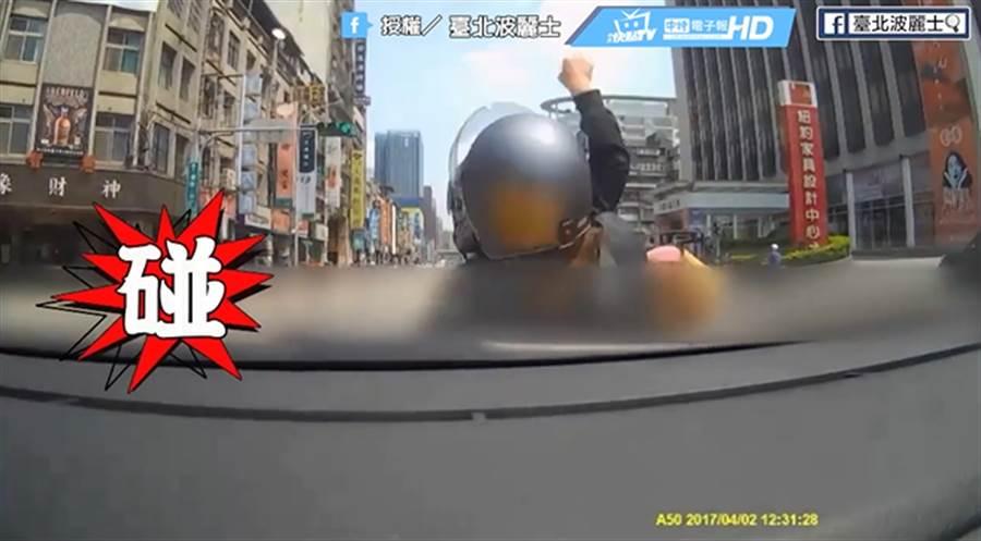 未注意車前狀況事故 安全距離沒抓好害人又害己