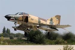 伊朗F-4D戰機墜毀 2名飛行員受傷