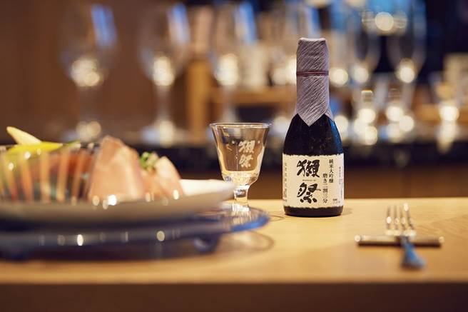 晶英國際行館「獺祭酒吧」今日宣布,將維持原價供應清酒絕不漲價。(圖片提供/晶英國際行館)