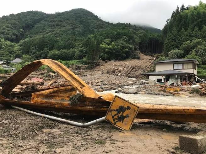 日本「旭酒造」附近聯外道路因連日豪雨與土石流中斷。(圖片提供/晶英國際行館)