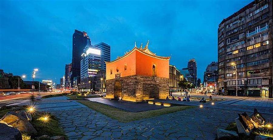 西區門戶計畫成功翻轉台北城市重心,台北車站、北門廣場乃至西門町商圈、龍山寺生活圈等,早已連成一氣、成為國際觀光客必定造訪的國際級觀光景點。(圖/中時資料庫)