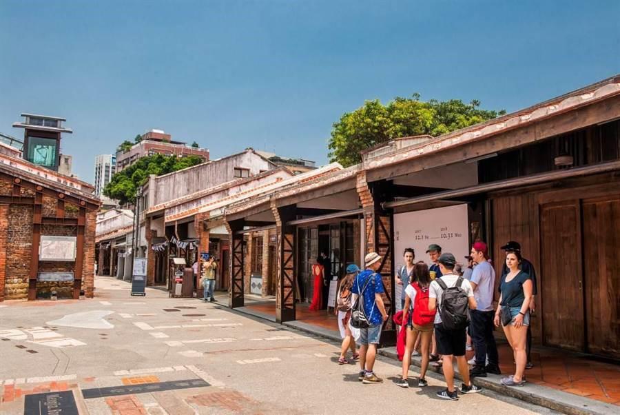 萬華、龍山寺一帶可說是大台北最早開發的區段之一,剝皮寮歷史街區、新富町文化市場、青草街商圈、廣州街市集、大理街服飾商圈,深受市民喜愛。(圖/中時資料庫)