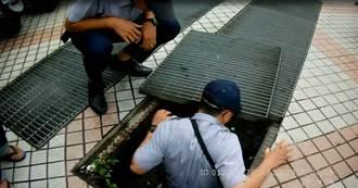 女大生鑰匙掉水溝 中市警不顧髒汙助撿回