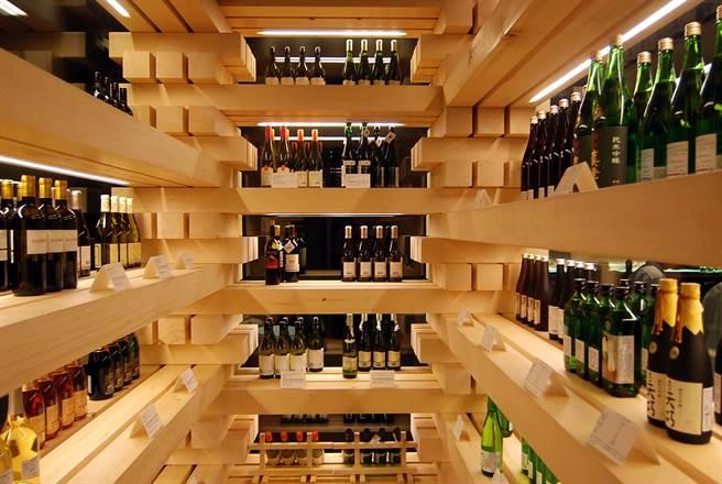 走高檔路線的「新都里」瀧四店,500多坪大的餐廳內有一用原木打造的酒窖讓大老闆們寄酒。(攝影/姚舜)