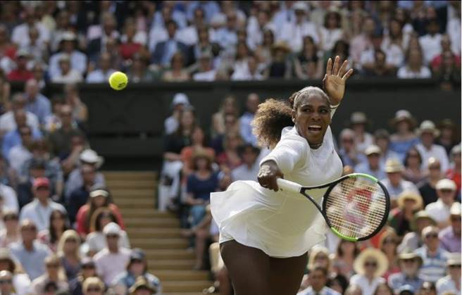 小威廉絲歷經生產時差點喪命、產後恢復等挑戰,慢慢調回過往的好狀態,生涯第10度闖進溫網女單決賽,要挑戰追平大滿貫女單最多24冠紀錄。(美聯社)