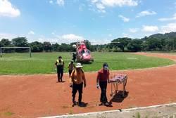 雨後受困沙洲 2男直升機吊掛順利脫困