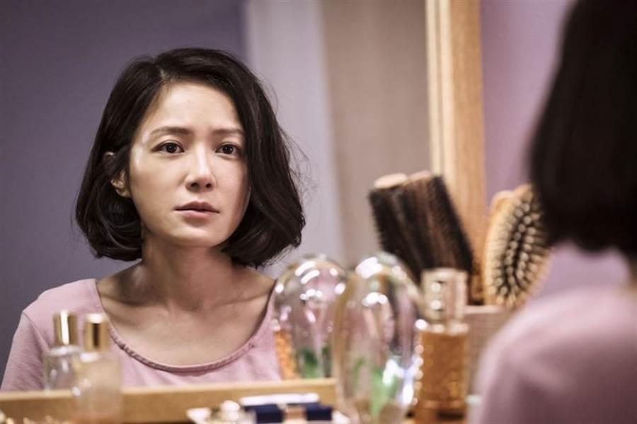 尹馨劇中飾演追求完美的母親。(公視提供)