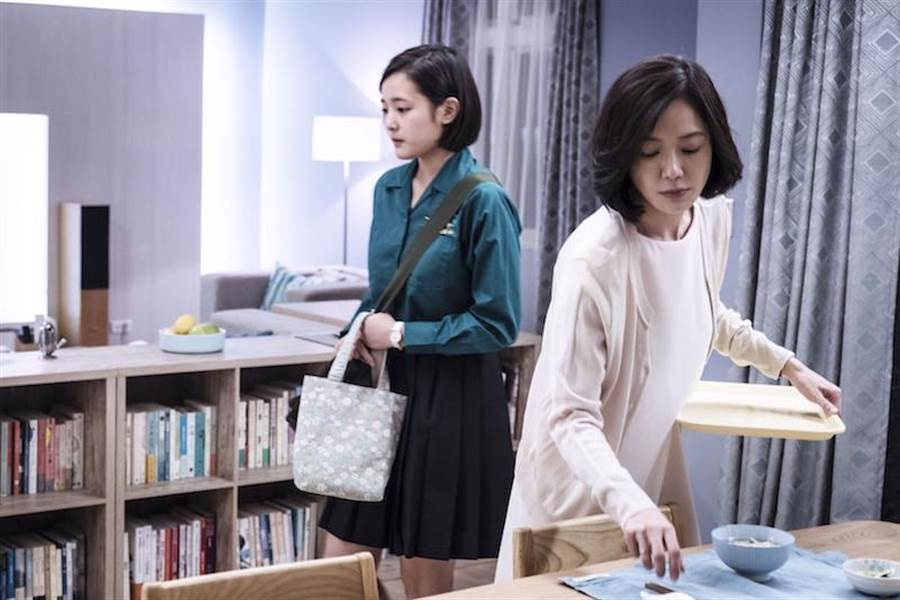尹馨(右)劇中對女兒王淨要求高。(公視提供)