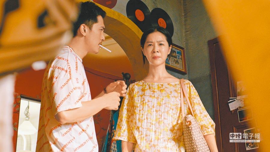 邱澤(左)在《誰先愛上他的》展現俊帥外貌下的精湛演技,謝盈萱(右)完美詮釋媽媽角色。◎北影攝影採訪團:盧禕祺、粘耿豪、羅永銘