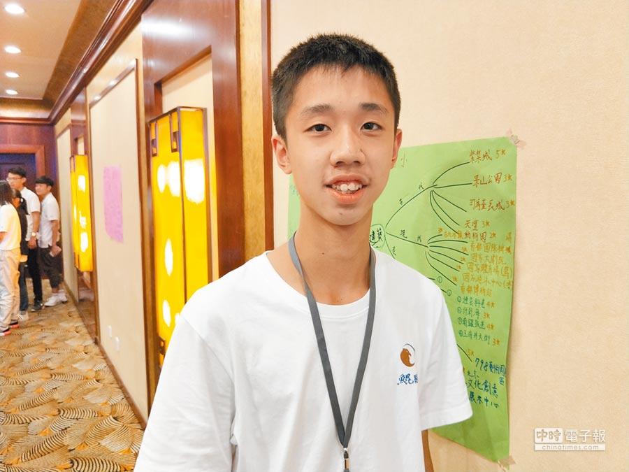 建中學生林楷恩對北京交流初體驗感到震撼。(記者陳君碩攝)