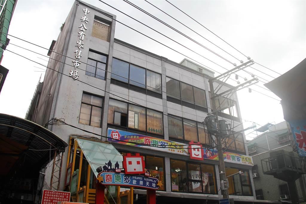 「新北社企電商基地」今天上午於三重中央公有零售市場4樓啟用。(譚宇哲攝)