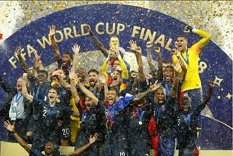 世足》普巴、姆巴佩遠射破門 法國4:2贏得隊史第二冠