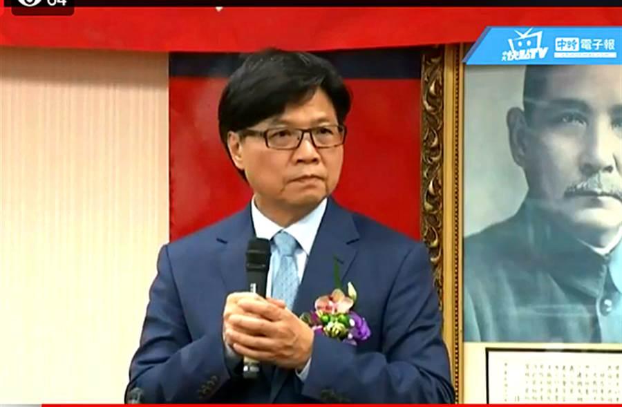 外界關注到新任的教育部長葉俊榮髮型變很大。(圖片取自中時電子報臉書)