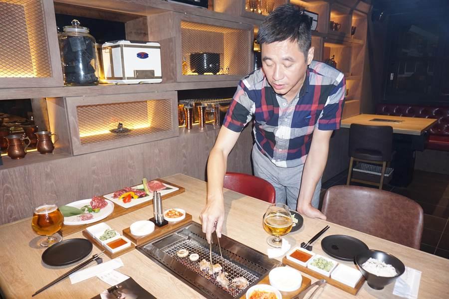 旅館大亨王信超愛吃燒烤成痴,乾脆開一家高CP值「癮燒精肉酒舖」。(柯宗緯攝)