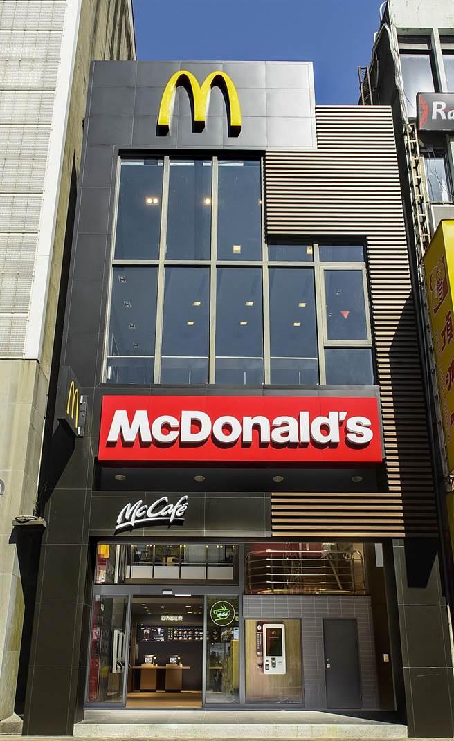 麥當勞台北昆明餐廳改裝後今(18)日開幕,宣告全新的台灣麥當勞2.0服務正式啟動。(圖/台灣麥當勞)