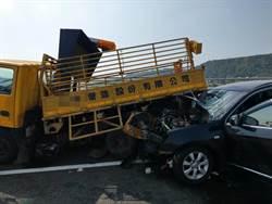 影》國道重大車禍 自小客衝撞工程車 2傷1命危