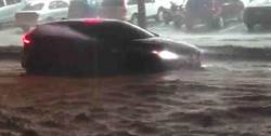 大雷雨狂炸高雄鬧嚴重水災 網:3百億治水被老天爺打臉