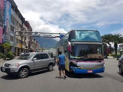 遊覽車失控連撞5車 花蓮中山地下道封閉