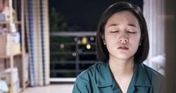 20歲女星在殯儀館躺冰櫃演大體 當場嚇到吃手手