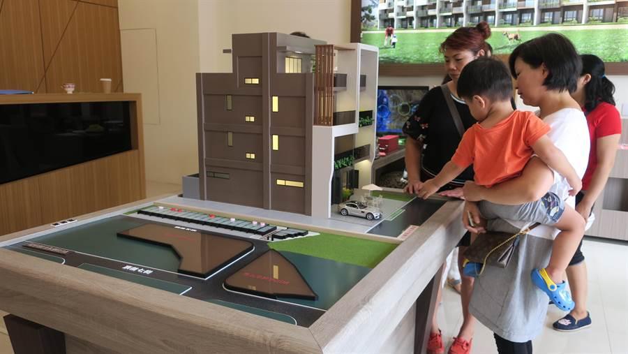 維瓦第建築團隊近年陸續在彰化縣內鄉鎮推出建案,最新的「天瑚」基地位在溪湖鎮明星學區湖北國小、溪湖國中附近。(謝瓊雲攝)