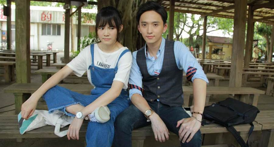 吳心緹(左)和邱鋒澤。( CHOCO TV提供)