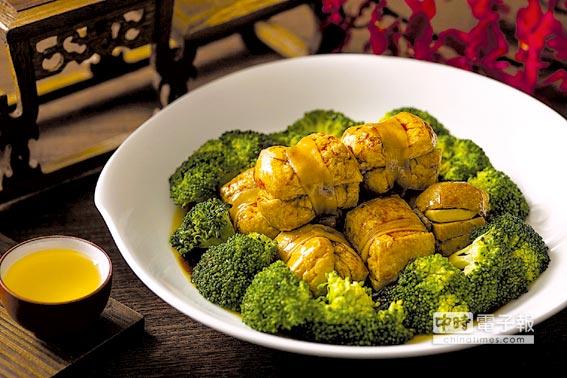 台北遠東飯店〈醉月樓〉舉辦「常州美食節」,食客可以吃到著名的〈常州溧陽燒紮肝〉。圖/台北遠東飯店