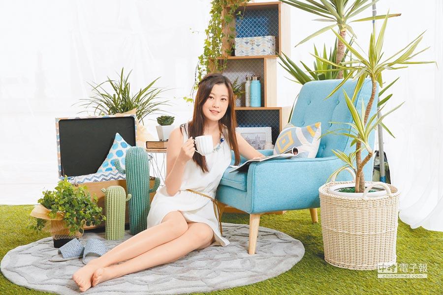 夏日居家布置善用藍、綠點綴,能增添沁涼感。(HOLA提供)