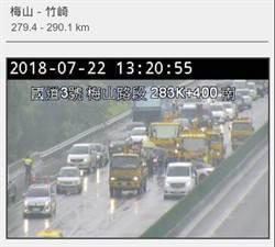 國道3號梅山路段 4車連環撞2人受傷