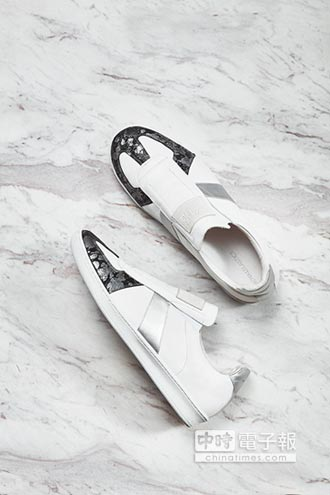 ROYAL ELASTICS 潮鞋回歸前衛設計