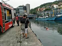 疑久病厭世 男手綁機車衝進漁港溺斃